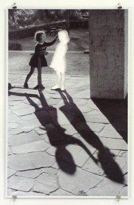 Dos niñas, 1999, cortesía de la galería Konrad Fischer, Düsseldorf