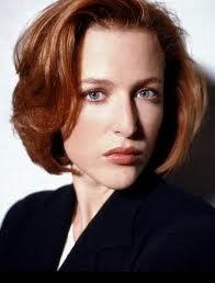 Gilliam Anderson, como la agente Scully
