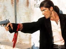 Antonio Banderas encarna en la película al médico protagonista