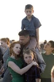 La pareja de Angelina Jolie interpreta a un padre de familia en el filme de Terrence Malick