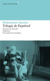 La producción literaria de Davies está encuadrada en constantes trilogías