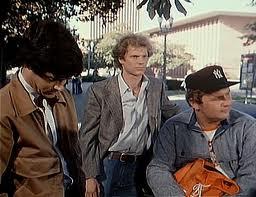 James Stephens (en el centro) reemplazó al Timothy Bottoms de la película de cine para la pequeña pantalla