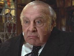 """En """"El detective barato"""", Houseman dio vida a un tipo en el extremo opuesto de Kingsfield"""