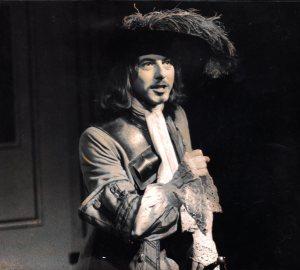 """Durante sus años de estudios en la institución londinense Lamda interpretó obras como """"The Plain Dealer"""", de Writcherley"""