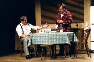 """Vincent brilló con su parte de Charley en """"La muerte de un vajante"""", de Arthur Miller, que escenificó con Victor Lanoux (sentado a la izquierda)"""