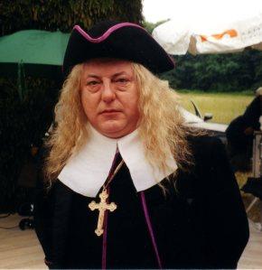 """Aquí, como el arzobispo de París, en el filme """"Le Roi Danse"""", de Gérard Corbiau"""