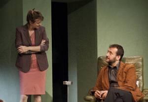 El texto narra la reunión de dos antiguas amigas, y el marido de una de ellas, después de veinte años sin verse/ Photo Credits: Teatro Español