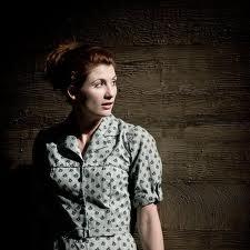 Jodie Whittaker encarna a la desgraciada Antígona/ Photo Credits: Johan Persson y NT
