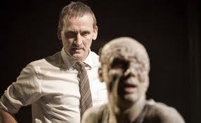 Christopher Eccleston interpreta a Creonte/ Photo Credits: Johan Persson y NT