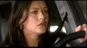 Catherine Zeta-Jones regresa a la actualidad en el filme, tras un tiempo alejada de las cámaras