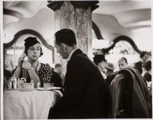 """Lyons Corner House Tottenham Court Road"", de Wolfgang Suschitzky, 1934/ Photo Credits: W. Suschitzky"