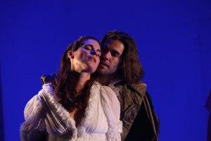 Olalla Escribano (Melibea) y Alejandro Arestegui (Calisto) en un momento del montaje/ Photo Credits: Teatro Fernán Gómez