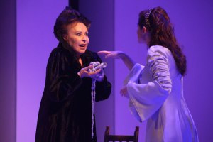Los juegos de luces gozan de un protagonismo inusitado en la propuesta/ Photo Credits: Teatro Fernán Gómez