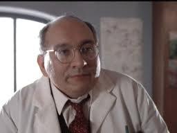 El actor nacido en Manitoba encarna en el filme al extraño profesor McMannis