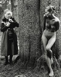 La naturaleza y el cuerpo humano se fusionan en muchas de las imágenes/ Photo Credits: The Imogen Cunningham Trust