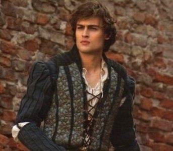 El londinense Douglas Booth encarna a Romeo Montesco