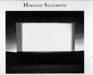 A lo largo de su carrera ha logrado retratar atmósferas cargadas de hipnótico minimalismo