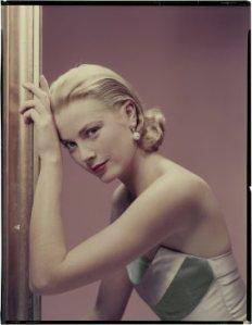 Grace Kelly en 1955, imagen publicada en Cosmopolitan/ Photo Credits: The Estate of Erwin Blumenfeld