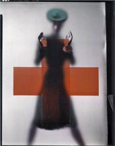 Trabajo para la Cruz Roja, creado para la portada de la edición americana de Vogue, marzo de1945/ Photo Credits: The Estate of Erwin Blumenfeld