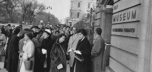 Imagen de la asistencia a la exposición de 1953/ Photo Credits: Solomon R. Guggenheim Archives, New York